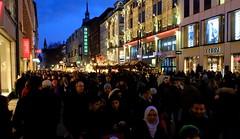Munich - Christmas Crowd (cnmark) Tags: germany deutschland bayern bavaria munich münchen altstadtlehel kaufingerstrase fussgängerzone pedestrians zone people crowd leute dämmerung dusk night nacht nachtaufnahme noche nuit notte noite ©allrightsreserved