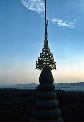 Blick richtung dem Fluss  Irrawady (walter 7.8.1956) Tags: asien burma 1981 myanmar fluss bagan tempel pagode turmspitze