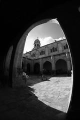 XE3F7248 - Catedral de la Natividad de Nuestra Señora, Baeza (Jaén) (Enrique R G) Tags: catedraldelanatividaddenuestraseñora catedral cathedral claustro cloister baeza jaen jaén andalucia andalucía andalusia españa spain fujifilmxe3 fujixe3 samyang8mm