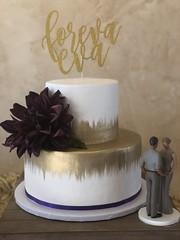 IMG_7774 (backhomebakerytx) Tags: texas back home bakery backhomebakery texasbakery cake wedding texaswedding texasbride bride brides two tier gold brush stokes