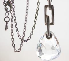 Le bijou (Un instant.) Tags: chain macromondays macromonday 60mm macro jewel