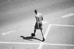 Viandante 29 (dorieo21) Tags: streetphotography portrait retrato ritratto blackandwhite blancoynegro blancetnoire nikon d7200 bw