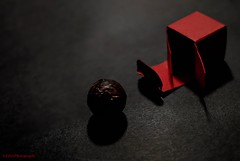 Trüffel (Fay2603) Tags: fujixt1 schokolade trüffel sweets schachtel box red shadows light dark black chocolate rosso rouge