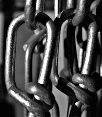 HMM ~ Chain edition (karma (Karen)) Tags: macromondays chains hmm mono bw dof bokeh texture htt topf25