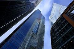 Krötenkiez (ploh1) Tags: london finanzdistrikt cityoflondon hochhäuser architektur england uk bürotürme skyline wolkenkratzer spiegelung fassade himmel glas scheiben hauptstadt metropole bürohäuser finanzen banken schräg