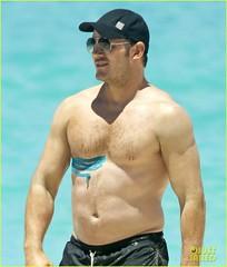 chris-pratt-goes-shirtless-in-hawaii-athletic-tape-10 (Polarwet) Tags: hot actor chrispratt beard handsome