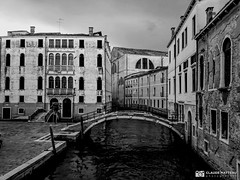 190703-568 Venise (clamato39) Tags: samsung venise italie italy europe canal eau water urban urbain ville city blackandwhite bw noiretblanc monochrome