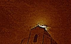 J'avais l'esprit ailleurs (Robert Saucier) Tags: bologne bologna nuit night noflash église church nuages clouds flou blur orange oblique contreplongée img8092