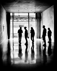 PEOPLE  AT  THE  MUSEUM (bhs-photo) Tags: bnw monochrome schwarzweis noiretblanc lightandshadows cologne köln kolumba museum art artwatching architecture silhouettes leica leicaq