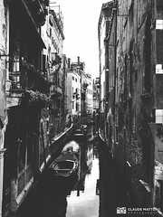 190703-409 Venise (clamato39) Tags: olympus venise italie italy europe canal eau water urban urbain ville city blackandwhite bw monochrome noiretblanc