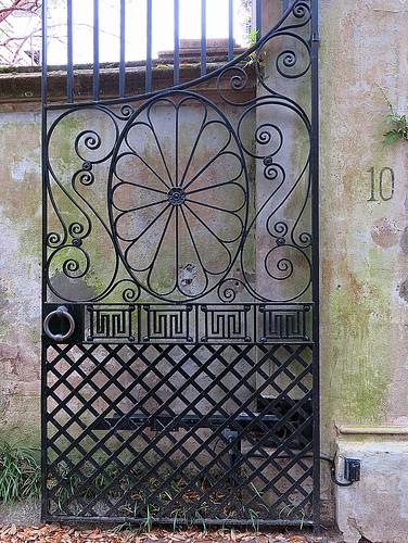 Open carriage gate, 10 Legare Street, Charleston, SC
