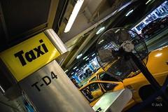 Miami mood (Jack_from_Paris) Tags: l3000048 leica m type m10p 20021 leicaelmaritm28mmf28asph 11606 dng mode lightroom capture nx2 rangefinder télémétrique couleurs colors taxi cab station jaune yellow airport arrivée miami usa floride mood