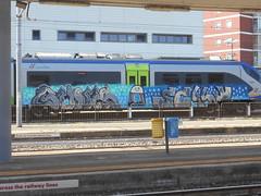 134 (en-ri) Tags: cums selly nero grigio rosa azzurro blu omino train torino graffiti writing