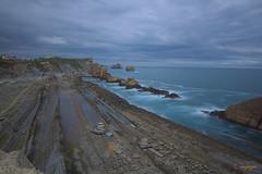 Amenaza tormenta... (cienfuegos84) Tags: liencres costaquebrada cantabria canon cantábrico mar clouds nubes cielo