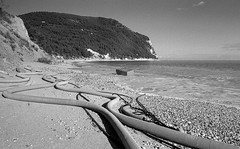 Il mare d'inverno è un concetto che il pensiero non considera. (mikele.nicoletti) Tags: pentaxmx ilforddelta400 rodinalspecial131 selfdeveloping homedeveloping yellowfilter blackwhite biancoenero film filmphotography filmisnotdead ibeliveinfilm analogica analog scanfromnegativefilm epsonv600scan sirolo autumn argentic asashipentax28mm28lens spiaggiadisanmichele