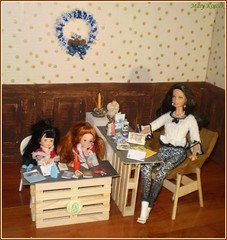 9.advent day (Mary (Mária)) Tags: advent christmas winter writing postcard children mom dioama pair doll toy dollphotography dollcollector dollphotographer