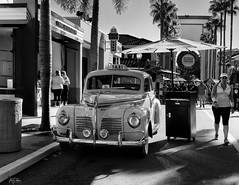 The 40's_DSC_6070 (naptest1) Tags: classiccar explore raulzaldivar flickr vacation funday black white universal people blackwhite bwphoto bw oldcar usa orlandoflorida universalstudio'sorlando 2019 outdoor shadow the40's blackwhitephotography streetphotography nikond3100 nikon