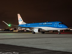 KLM Cityhopper PH-EXW HAJ at Night (U. Heinze) Tags: aircraft airlines airways airplane planespotting plane flugzeug night haj hannoverlangenhagenairporthaj eddv olympus omd em1markii 12100mm