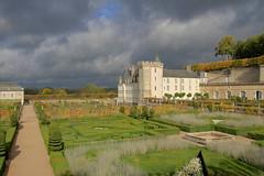 Villandry (hervétherry) Tags: france centrevaldeloire indreetloire villandry canon eos 7d efs 1022 chateau castle loire parc jardin garden ciel sky nuage cloud