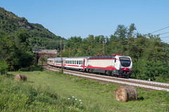 E402 174 Trenitalia (Maurizio Boi) Tags: treno train zug rail railway railroad ferrovia eisenbahn locomotiva locomotive italy trenitalia iti e402 e402b ic intercity