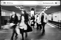 Berlin comute, Bernauer Strasse (Sean Hartwell Photography) Tags: berlin u8 ubahn underground railway station commuters travellers bernauerstrasse germany