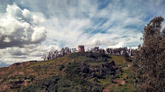 Torre Pinies (José Manuel Vaquera) Tags: torres medievales paisajes clouds landscapes nubes fortaleza