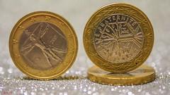 Silver /Gold - 7833 (✵ΨᗩSᗰIᘉᗴ HᗴᘉS✵84 000 000 THXS) Tags: silverorgoldgoldsilversilver or goldsilverorgoldcrazy tuesday thememoneymonnaiepiècerondbokehmacrobelgiumeuropaaaanamuroiselookphotofriendsbeyasmine hensinteresteufrpartygreatphotographersla namuroise flickering challenge