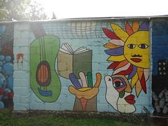 187 (en-ri) Tags: mono mano hand faccia face vis volto sun sole chitarra marrone viola rosso giallo nero cuneo savigliano wall muro graffiti writing