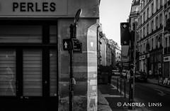 paris ... (andrealinss) Tags: frankreich france paris parisstreet schwarzweiss street streetphotography streetfotografie bw blackandwhite availablelight andrealinss 35mm