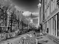 Jodenbreestraat en Zuiderkerk 30-11-19 (c.stoof) Tags: jodenbreestraat zuiderkerk amsterdam centrum kerk church street city cityscape clouds bike bicycle fiets