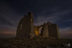 Ermita de Santa Ana (JoseQ.) Tags: ermita santaana iglesia ruinas cruz edificio piedras nocturna noche lights luces estrellas nubes cielo largaexposicion toledo