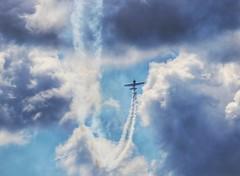 El volar no solo es para las aves (carlos_ar2000) Tags: cielo sky vuelo fly avion airplane nube cloud linea line humo smoke generalrodriguez buenosaires argentina