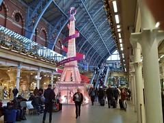 Festive Feature (paul_braybrook) Tags: london stpancras railwaystation light
