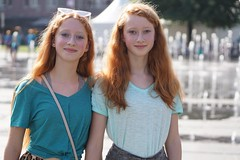 "Twins (e³°°°) Tags: ""redhead days"" rood roodharigendag red retratos rouge ros roodharig rot rothaarig hair redhead days 2019"" ""roodharigendag rhd2019 pelirrojo portrait portraiture posing retrato rosso nl tilburg lady woman mademoiselle female femme frau mädchen girl girls glimlach ginger lach smile sorria sonrisa sourire stunning gals women vrouw ragazze красный рыжий ryzhiy pelirroja redhaired mc1r twins twee two smiling sisters tweeling"