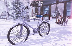 Tuning the bike for Christmas (Rose Sternberg) Tags: second life deco decor home garden interior outdoor landscape 2019 tm creation white winter scene christmas tlalli fair snow snowy bycicle