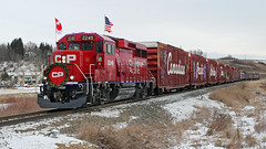 CIMG_6641 (Colin Arnot) Tags: cp canadianpacific gwynne holidaytrain gp20ceco cp2249