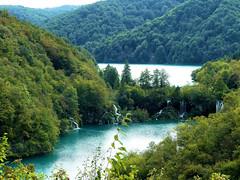 P1990043 (alainazer) Tags: plitviče croatie hrvatska eau acqua water waterfall cascade cascata ciel cielo sky arbre albero tree parc parco park
