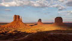Monument Valley       Postcard (JB_1984) Tags: westmitten eastmitten merrickbutte butte desert sky cloud dusk evening monument geologicalformation navajo navajonation oljatomonumentvalley monumentvalley arizona az unitedstates usa nikon d500 nikond500