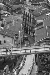 La pasarela (therlo28) Tags: santander pasarela bw blancoynegro blackandwhite ciudad street edificio edificios bulding tejado tejados urban urbano