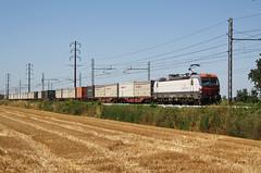 Straordinariamente Fuorimuro... (Maurizio Zanella) Tags: treni trains ferrovia railways fuorimuro e191003 mrv60435 italia alessandria tortona
