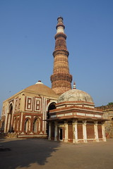 Tombs and the Qutb Minar (steve_whitmarsh (catching up after India)) Tags: city urban building architecture india delhi qutbminar