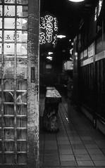 Have a bite? (lebre.jaime) Tags: japan 日本 tokyo 東京都 easternshinjuku 東新宿 streetphotography door interior analogic film135 positive bw blackwhite noiretblanc nb pb pretobranco nikon f4s nikkor epson v600 affinity affinityphoto
