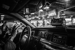 Miami mood (Jack_from_Paris) Tags: l3000049bw leica m type m10p 20021 leicaelmaritm28mmf28asph 11606 dng mode lightroom capture nx2 rangefinder télémétrique noiretblanc bw blackandwhite monochrome wide angle usa floride miami taxi cab chauffeur course mains hand rue street