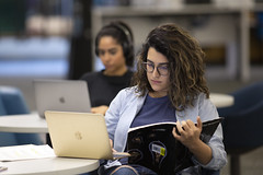 2019.12.10_library_002 (Capilano U) Tags: capilanouniversity capilanou capu capulibrary library exam examtime examperiod studying study students student groupstudy northvancouver bc canada