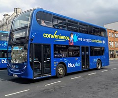 Bluestar 1552 is on Castle Way while on route 17 to City and Adanac Park via Shirley and General Hospital. - HJ63 JLU - 27th July 2019 (Aaron Rhys Knight) Tags: bluestar 1552 hj63jlu 2019 castleway southampton hampshire gosouthcoast gsc goahead alexanderdennis adl enviro400