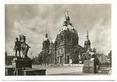 . (Kaïopai°) Tags: vintage berlin dom berlinerdom statue kuppel kuppeldach pferdestatue church echtfoto postkarte postcard ansichtskarte