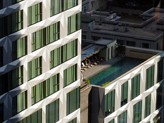 Rooftop Pool. Hong Kong (jd1001) Tags: hongkong skyscraper pool windows building