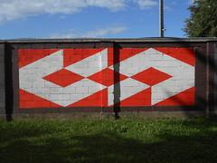 180 (en-ri) Tags: geometria astrattismo bianco rosso savigliano wall muro graffiti writing cuneo