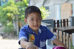 boy on a motorcycle (the foreign photographer - ฝรั่งถ่) Tags: boy child motorcycle khlong lard phrao portraits bangkhen bangkok thailand nikon d3200