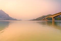 _Y2U1288-96.2.0414.Chiềng Ơn.Quỳnh Nhai.Sơn La (hoanglongphoto) Tags: landscape sky mountain mountaintop bridge pauonbridge sierra lake water hydropowerreservoir sonlahydropowerreservoir canon canoneos1dx vietnam sơnla quỳnhnhai phongcảnh cảnhquan hoànghôn bầutrời núi dãynúi đỉnhnúi cầu cầupáuôn thunglũng hồ nước mặtnước hồthủyđiện hồthủyđiệnsơnla carlzeissdistagont3518ze rive dariver sông sôngđà vietnamlandscape sonlalandscape phongcảnhsơnla asia asian northvietnam northwestvietnam northernvietnam scenery vietnamscenery afternoon buổichiều hoanglongphoto sunset watersurface lakesurface mặthồ waterscapes
